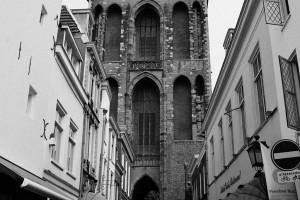 torre-reloj-calle-utrecht-holanda-paises-bajos-blanco-y-negro