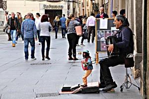cantante-y-marioneta-callejero-segovia