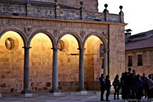 convento-de-san-esteban-salamanca-escuchando-a-la-guia-turistica