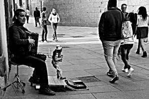 marioneta-y-cantante-de-calle-en-segovia