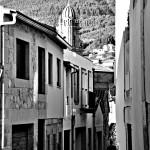 monasterio-y-calles-de-oia-pontevedra-blanco-y-negro