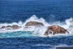 olas-y-rocas-en-la-costa-de-la-torre-de-hercules-a-coruna