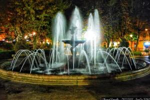 fuente-parque-san-lazaro-ourense-de-noche