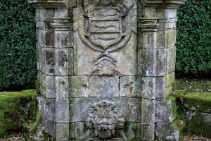 fuente-y-escudo-pazo-de-oca-pontevedra