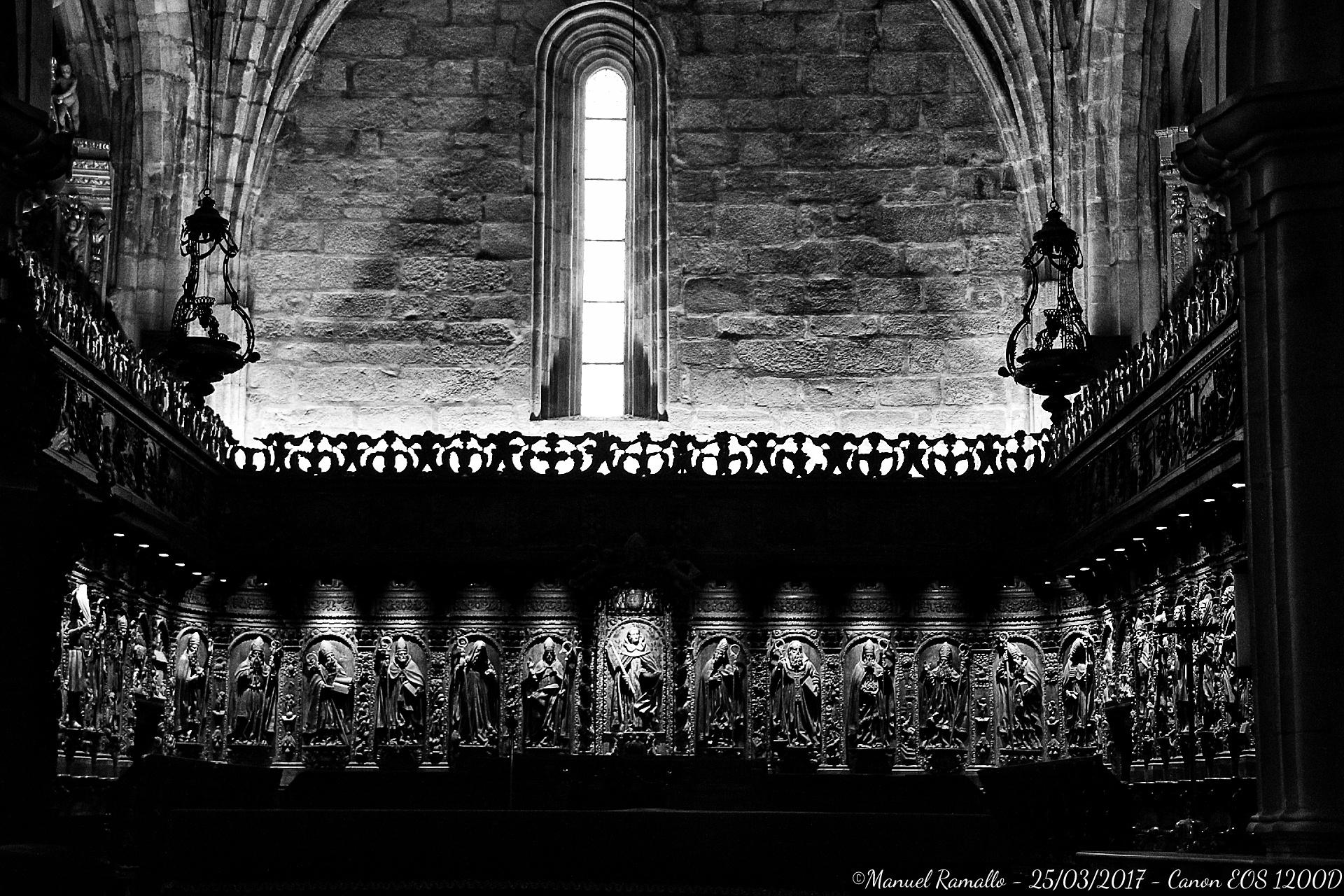 silleria-coro-catedral-tui-pontevedra-blanco-y-negro