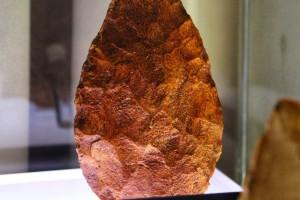 bifaz-hacha-de-mano-fechada-entre-300000-y-500000-anos-de-antiguedad