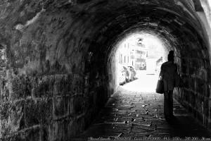 ya-se-ve-el-final-del-tunel-blanco-y-negro