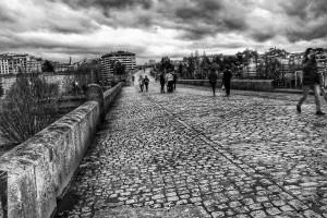 puente-romano-ourense-dia-gris-blanco-y-negro