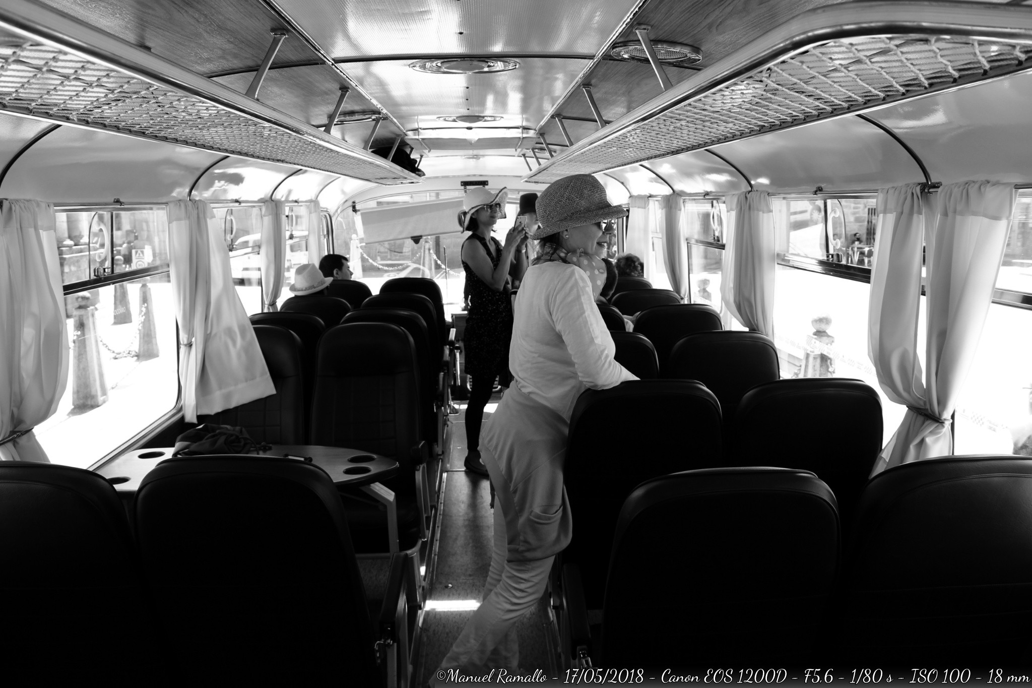 autobus-anos-60-celanova-ourense-blanco-y-negro