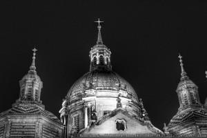 basilica-del-pilar-zaragoza-de-noche-blanco-y-negro-bw