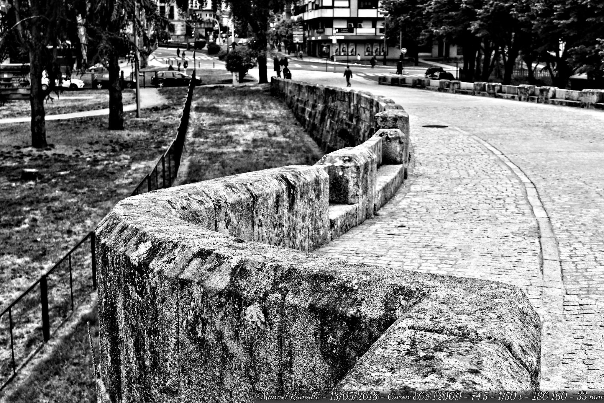 piedras-puente-romano-ourense-blanco-y-negro