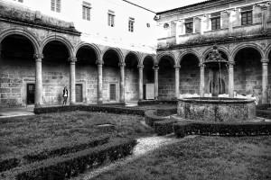 claustro-monasterio-san-clodio-ourense-orense-blanco-y-negro