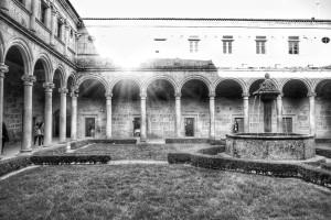 monasterio-san-clodio-claustro-orense-ourense-blanco-y-negro