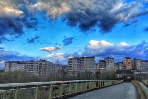 pasarela-rio-mino-pontevella-centro-comercial-orense-nubes