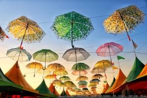 feria-parasoles-verano-playa-america-atardecer
