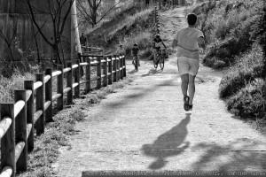 corriendo-o-levitando-junto-al-rio-mino-ourense