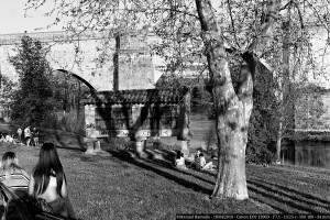 picnic-en-el-rio-mino-ourense-puente-romano-horreo-blanco-y-negro