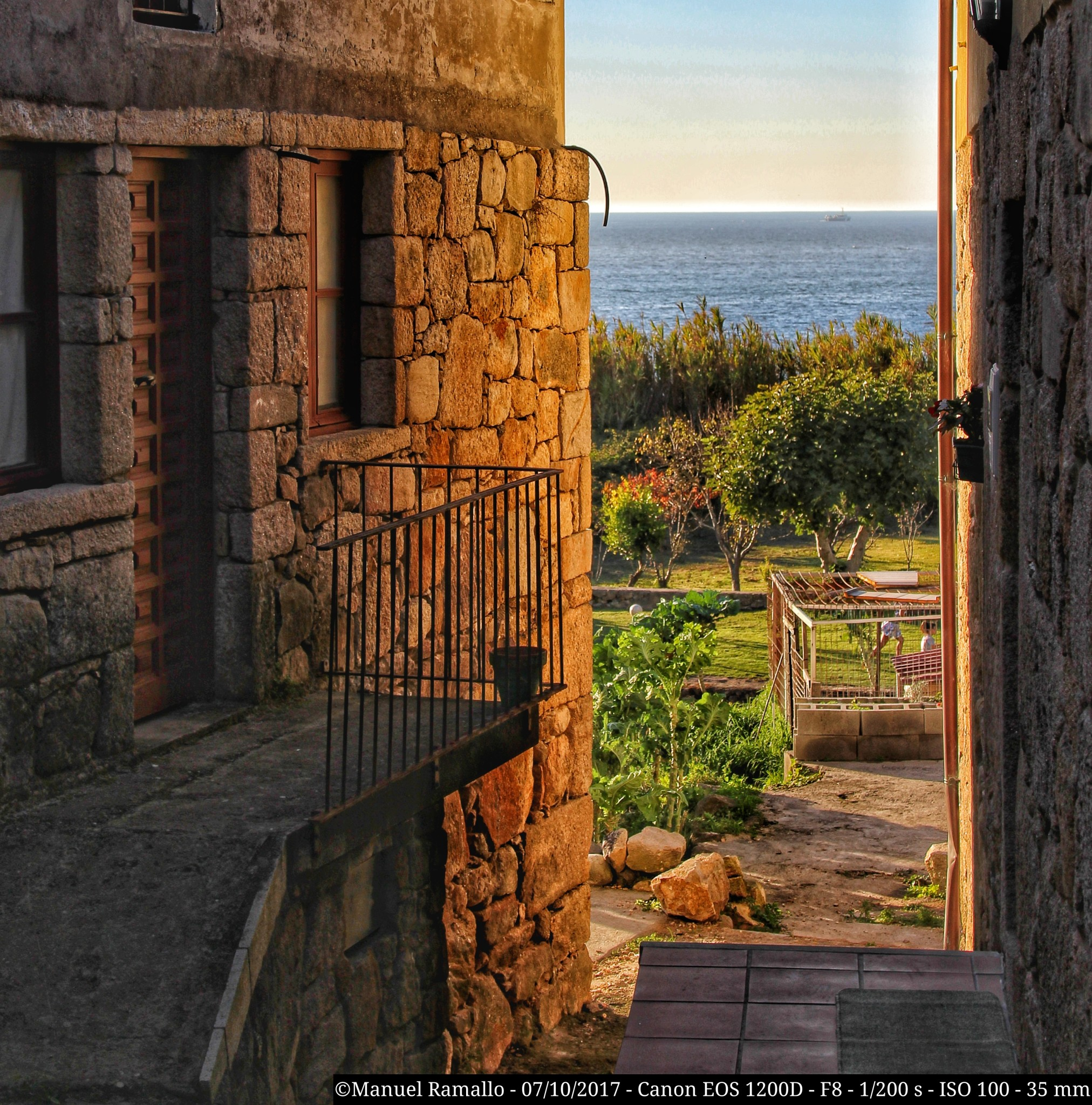 vista-al-mar-desde-casco-antiguo-de-oia-oya-pontevedra