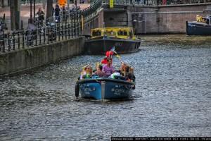 bote-barca-canal-amsterdam