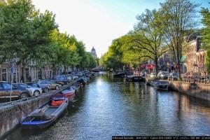 canal-amsterdam-con-barcazas