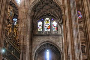 Segovia catedral interior vidrieras
