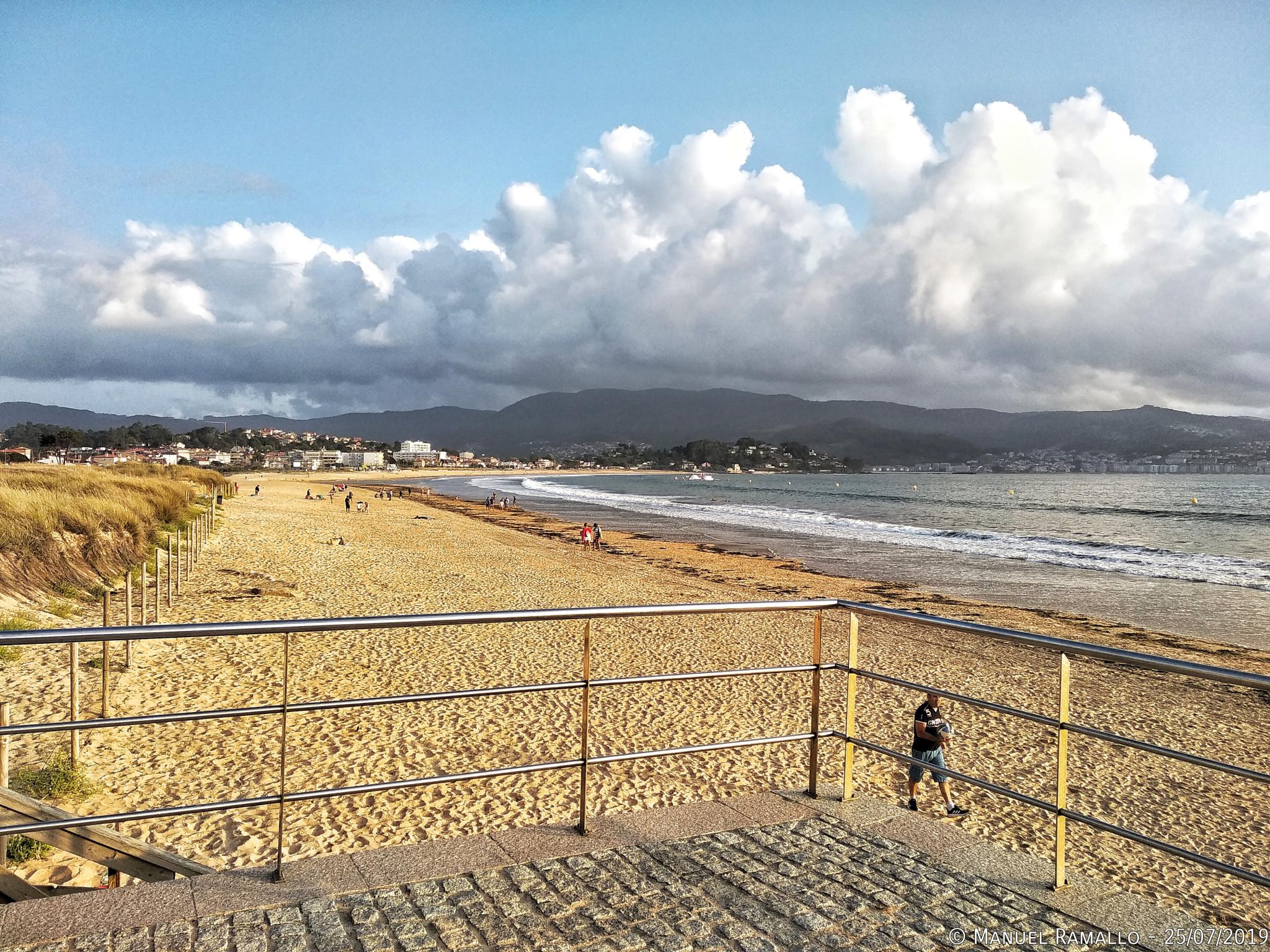 Playa América con nubes en el cielo