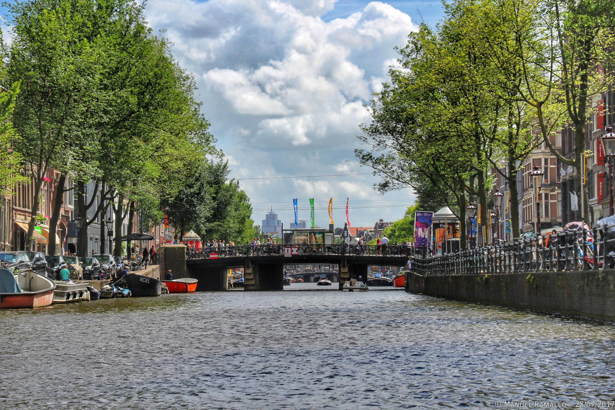 Gran canal en Ámsterdam Big Channel