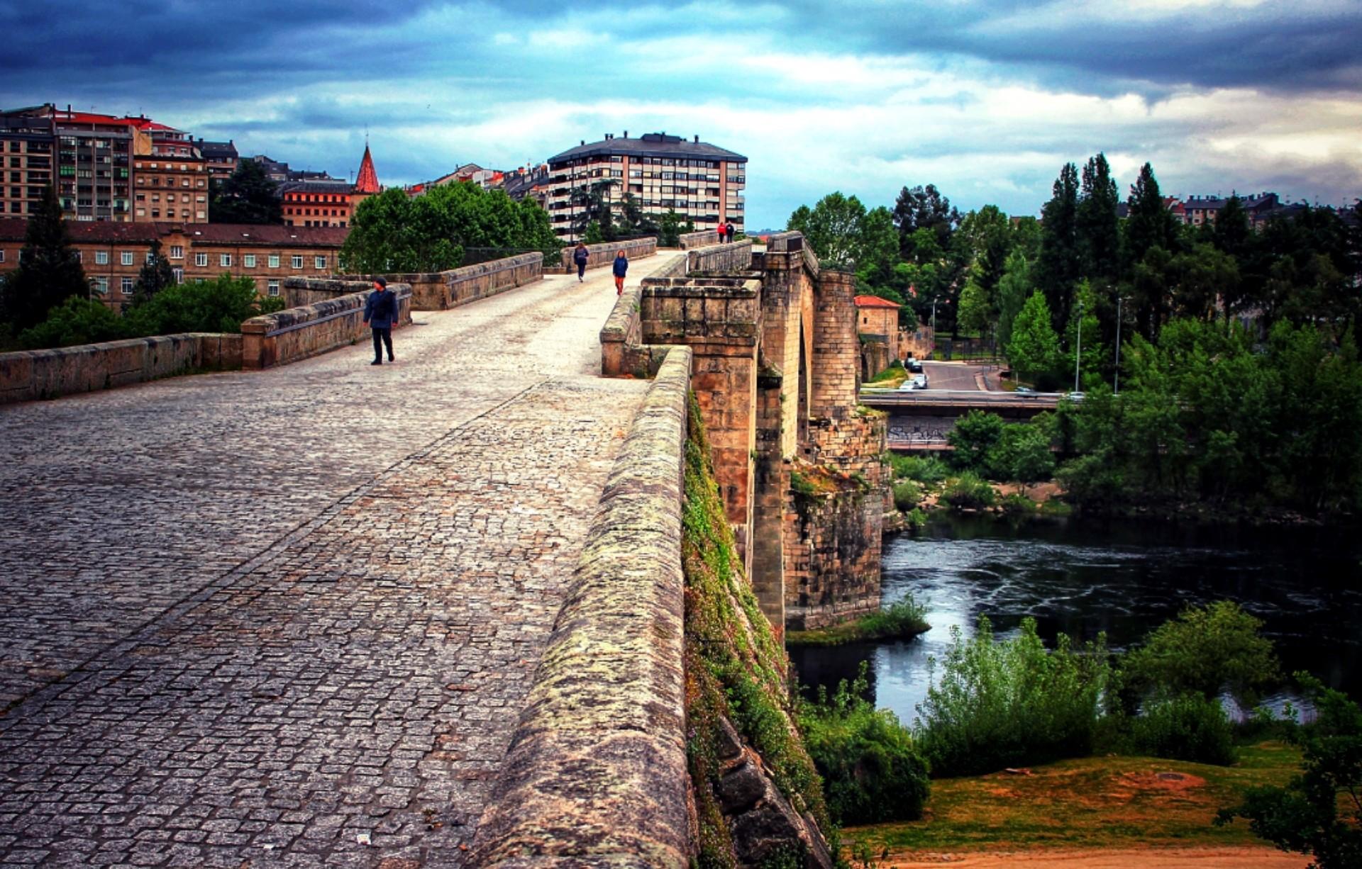 lluvia-en-el-puente-romano-ourense